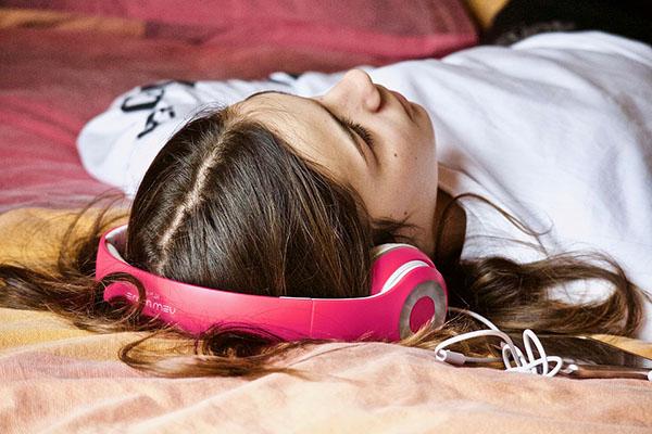 Обнаружено, что при прослушивании музыки мозг человека работает так, будто сочувствует кому-то