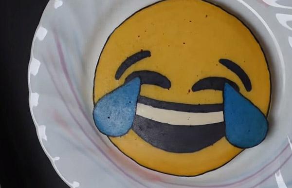Студент печет блины-рисунки в кадре и зарабатывает на Youtube до 2700 долларов в месяц