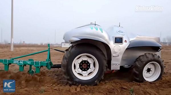 Китай показал свой первый беспилотный электрический трактор Super Tractor I (видео)